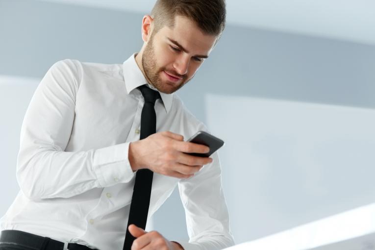 картинки мужчины на смартфон зависимости его назначения