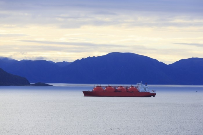 LNG Tanker Hammerfest iStock 0 700x465 Танкер   Tanker