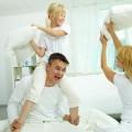 Семья с подушками - Family with pillows