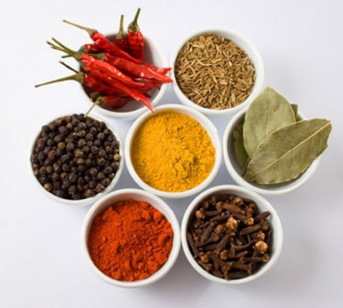 cropped cropped istock photo of spices and peppers3 700x628 Специи   Spice