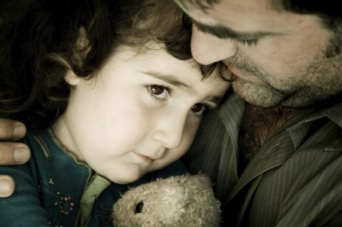 iStock 000003928567 Medium 700x464 Мальчик с папой   Boy with dad