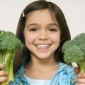 Девочка с цветной капустой - Girl with cauliflower