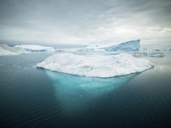 iStock 000014115888Large 700x524 Ледник в воде   Glacier water
