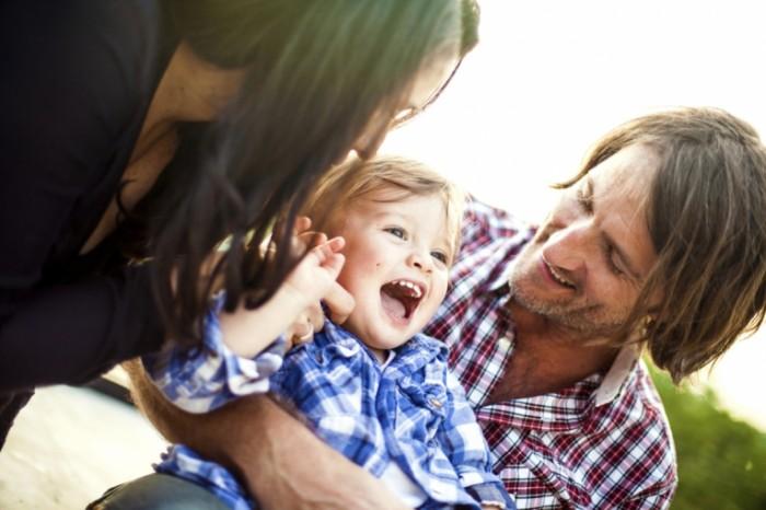 istock happy family 700x466 Счастливый папа с сыном   Happy dad and son