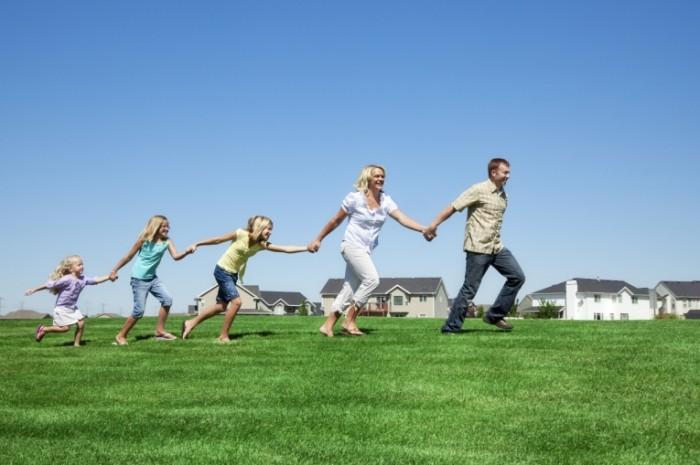 istock000014625166medium 0 700x465 Веселая семья   Cheerful family
