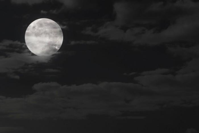 istock 000004775270large 700x468 Луна   Moon