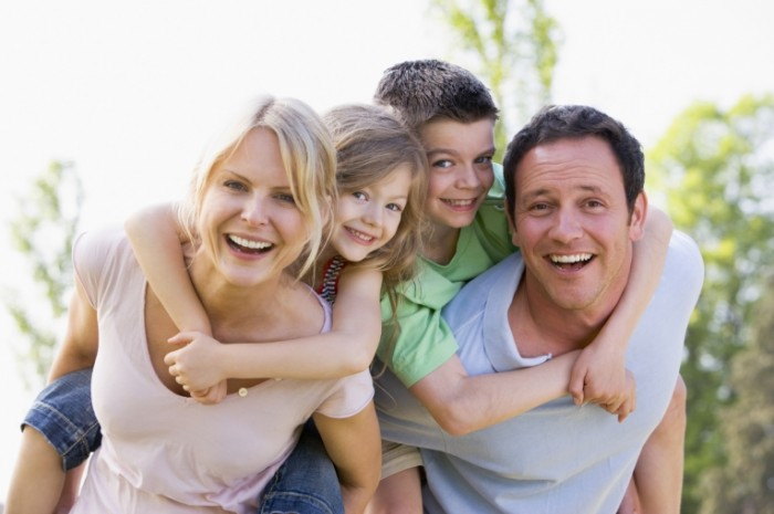 istock 000008235598large 700x465 Счастливая семья    Happy family