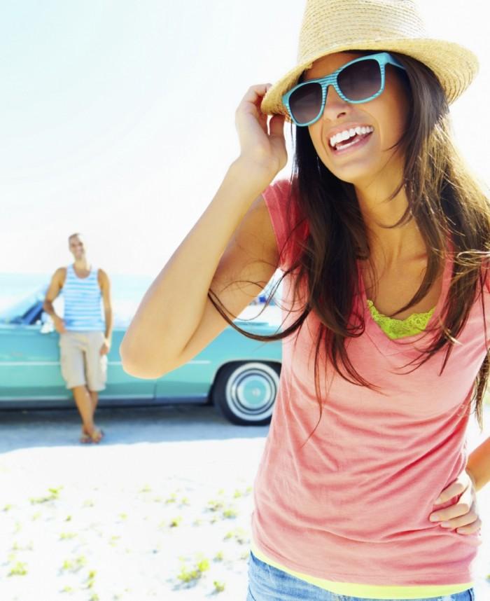 istock 000014575855medium 700x858 Девушка в очках и шляпе   Girl with glasses and hat