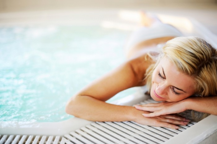 istock 000016707567medium 2400x1600 700x466 Девушка в джакузи   Girl in hot tub