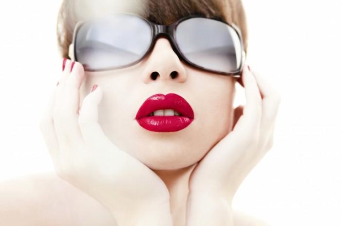 istock 000016803634large 700x465 Девушка в очках   Girl in glasses