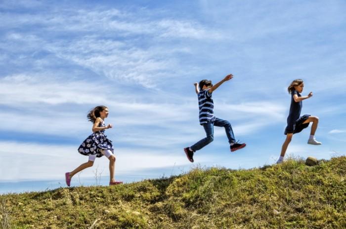istock 000025885857large 700x464 Приключения детей   Adventures of children