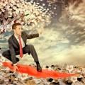 Мужчина на скейтборде над документами - Man on a skateboard on documents