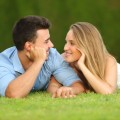 Счастливая пара на природе - Happy couple outdoors