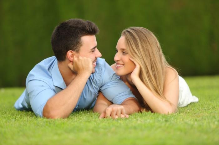 Dollarphotoclub 565506721 700x466 Счастливая пара на природе   Happy couple outdoors