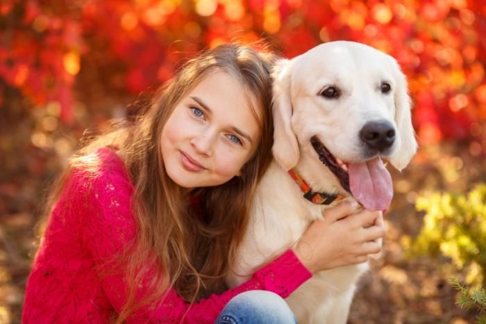 Dollarphotoclub 59884551 700x466 Девочка с собакой   Girl with a dog
