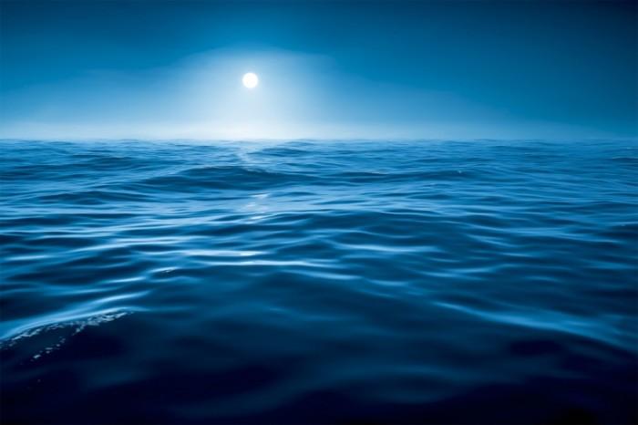 Dollarphotoclub 64584903 700x466 Море ночью   Ocean at night