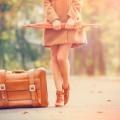 Девушка с чемоданом и зонтом - Girl with a suitcase and an umbrella
