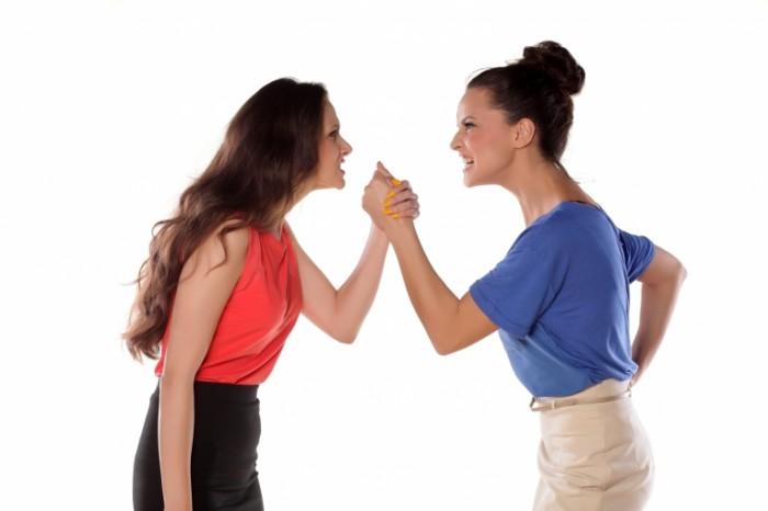 Dollarphotoclub 71341123 700x466 Ссора женщин   Quarrel women