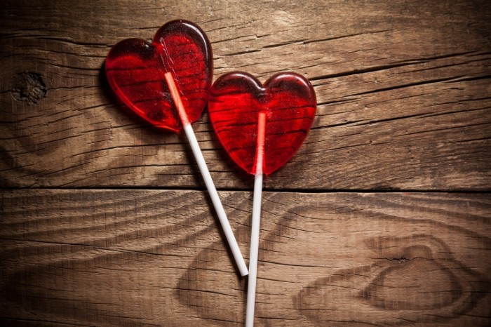Dollarphotoclub 76476264 700x466 Леденцы сердечки   Heart lollipops
