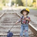 Грязный мальчик на рельсах - Dirty boy on rails
