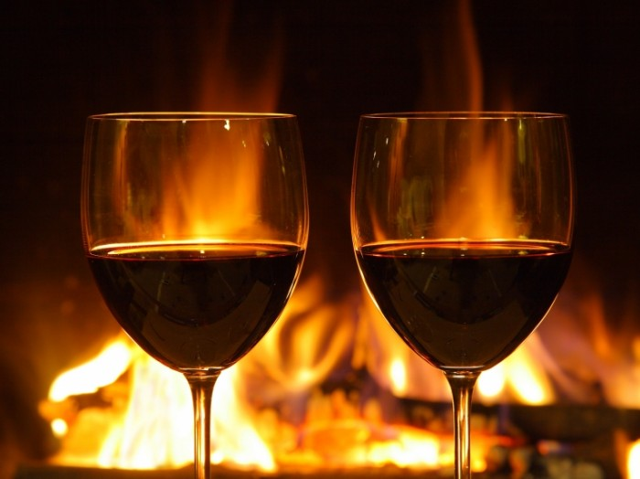 Wine glasses fireplace Shutterstock 2015 700x524 Вино на фоне камина   Wine on the background of fire