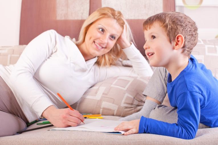 В Комнате Мама С Сыном