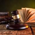 Молоток судьи и книга - Gavel and book