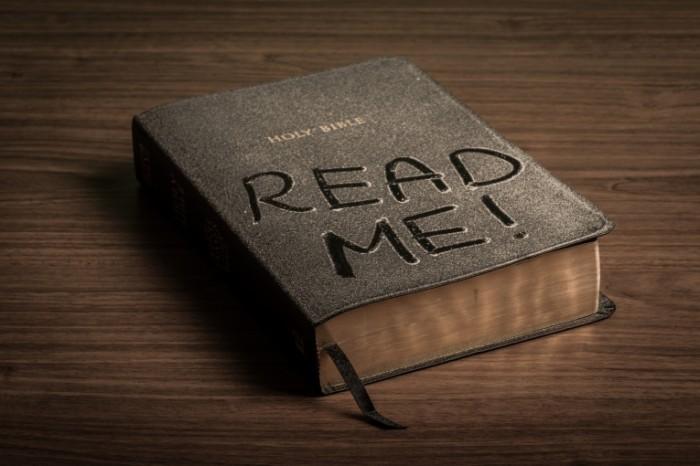 dollarphotoclub 86841411 700x466 Библия в пыли   Bible in the dust