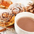 Какао и булочки с корицей - Cocoa and cinnamon rolls