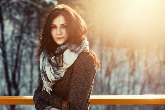 shutterstock 126141392 1 700x466 Девушка в шарфе   Girl in a scarf