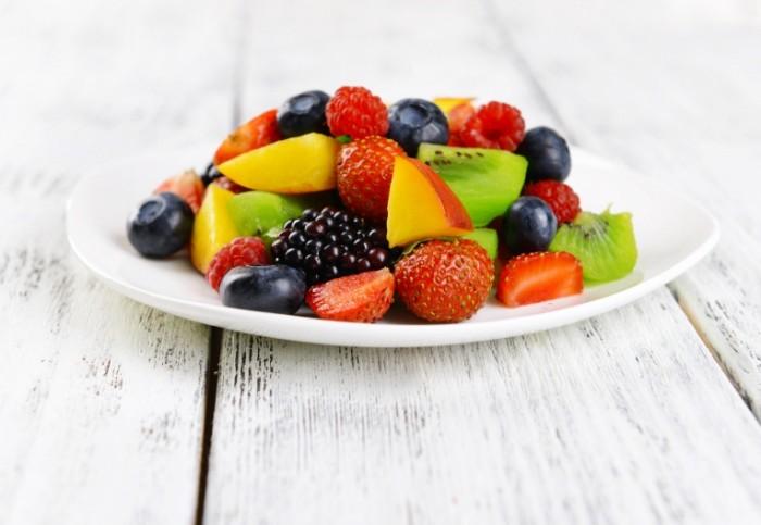 shutterstock 220058317NG 700x483 Фруктовый салат   Fruit salad