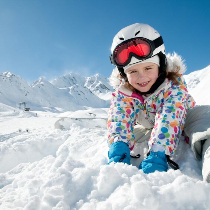 shutterstock 626621051 700x700 Девочка в снегу   Girl in the snow