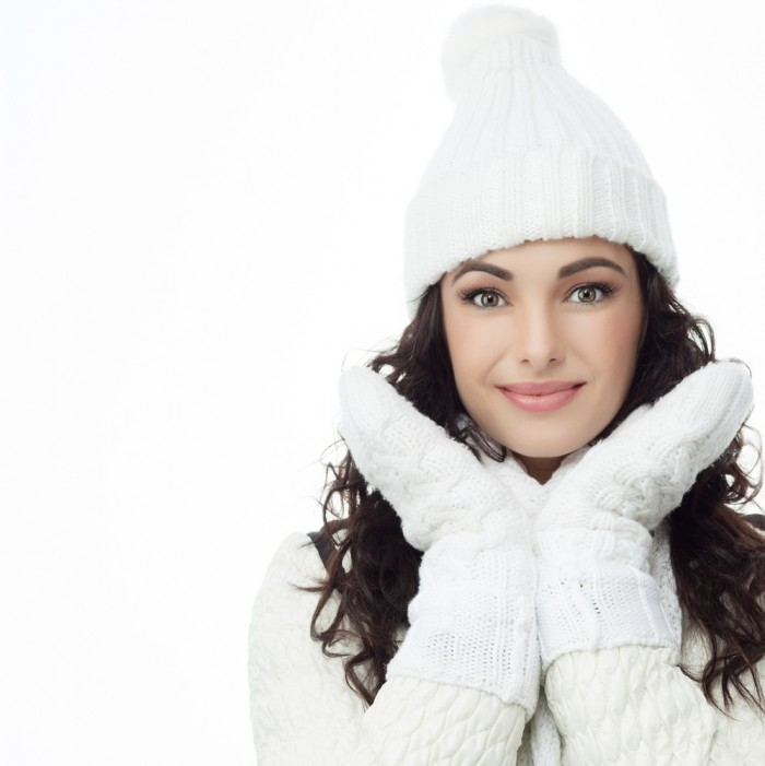 shutterstock 88697563 700x701 Девушка в шапке и рукавицах   Girl in the hat and mittens