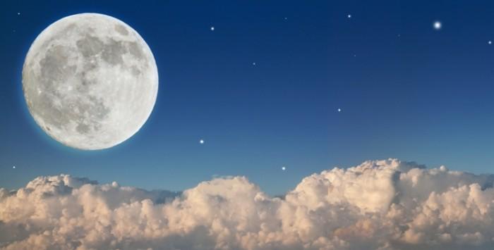 Dollarphotoclub 51928157 700x355 Луна и тучи   Moon and clouds