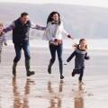 Семья на пляже - Family on the beach