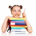 Девочка за книгами - Girl behind books