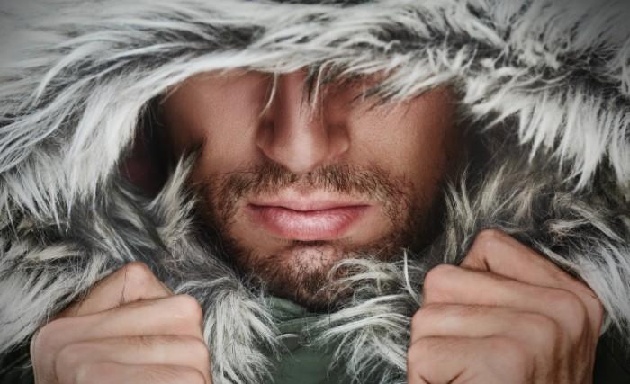 Dollarphotoclub 69921010 700x427 Мужчина в меховом капюшоне   Man in a fur hood