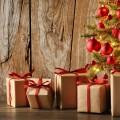Подарки возле елки - Gifts near the Christmas tree