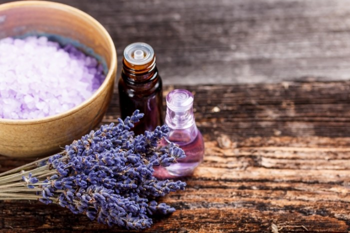 Dollarphotoclub 72612092 700x466 Лаванда и масло   Lavender and oil