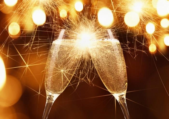 Dollarphotoclub 72782730 700x494 Бокалы шампанского   Glasses of champagne