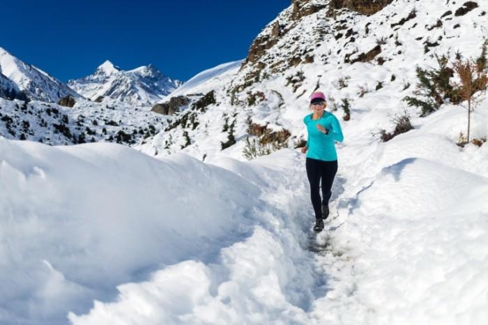 Dollarphotoclub 73007702 700x466 Пробежка по снегу   Jogging in the snow