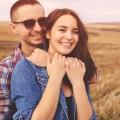 Счастливая пара в поле - Happy couple in the field