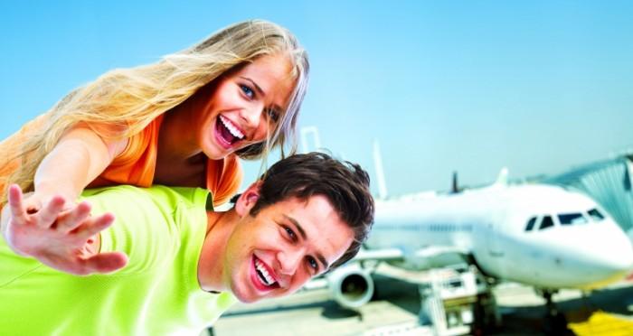 Dollarphotoclub 76281023 700x372 Счастливая пара на фоне самолета   Happy couple on the background of the airplane