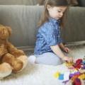Девочка с игрушками - Girl with toys