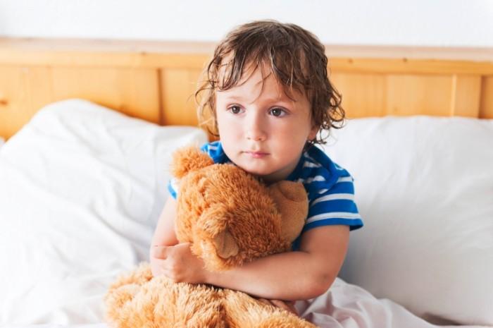 Dollarphotoclub 83329319 700x465 Мальчик с мишкой   Boy with teddy bear