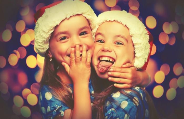 Dollarphotoclub 95944604 700x451 Девочки в новогодних колпаках   Girls Winter Hat