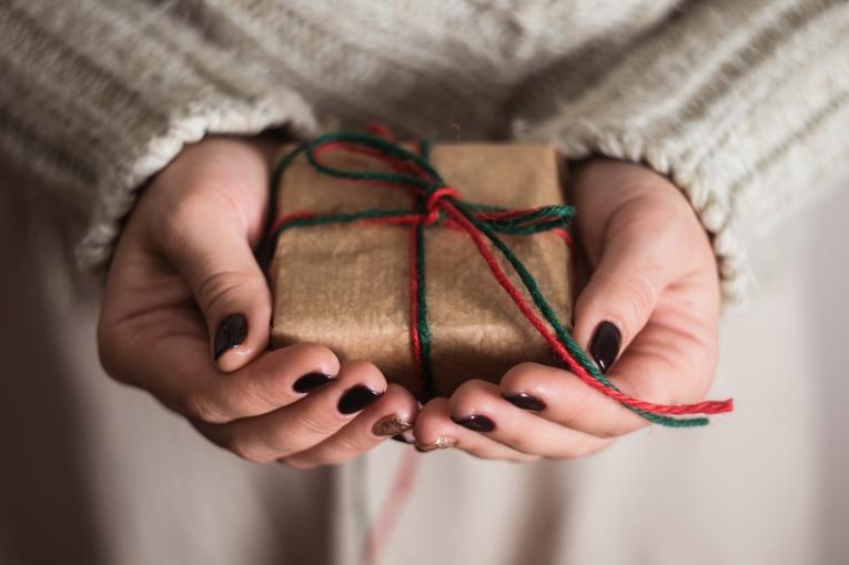 Как девушке сделать рукой приятно