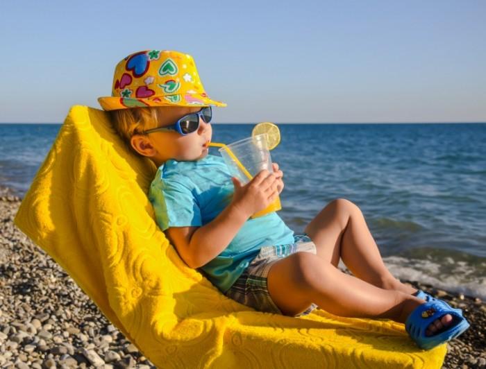 dollarphotoclub 67550790 700x532 Малыш на пляже   Kid on the beach