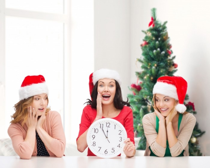 dollarphotoclub 70912683 700x559 Счастливые женщины в новогодних колпаках   Happy woman in New Years caps