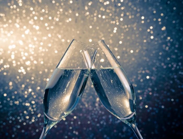 shutterstock 169082840 700x532 Бокалы шапманского   Glasses of champagne